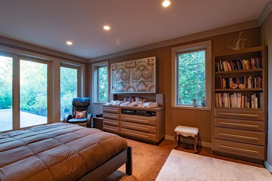 Frank Lloyd Wright-Inspired Living Room 5